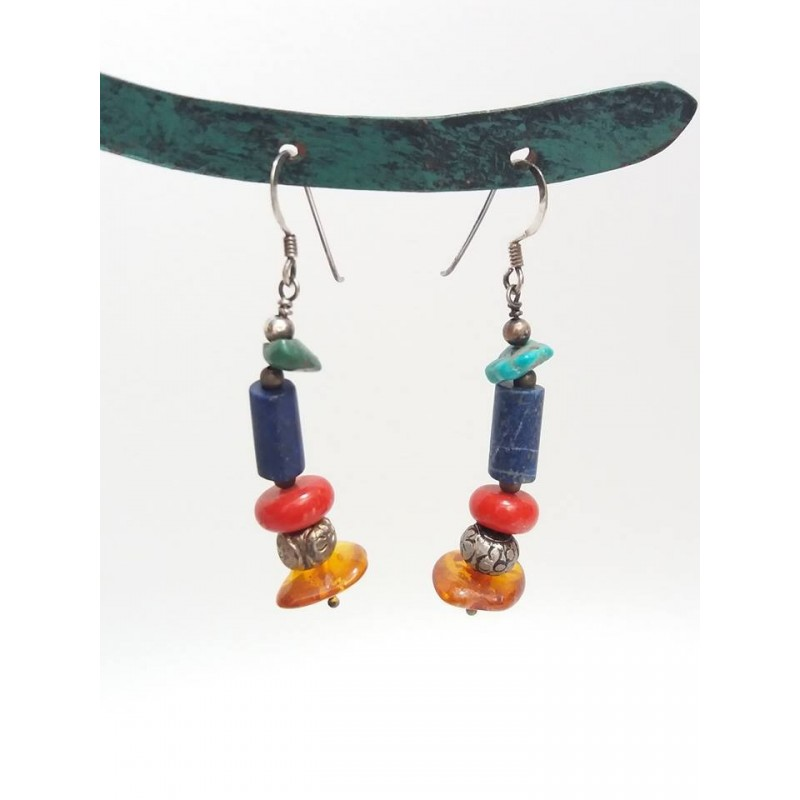 orecchini con pietre colorate