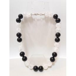 collana in pietra bianca e nera