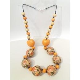 Collana in legno con cuori arancioni