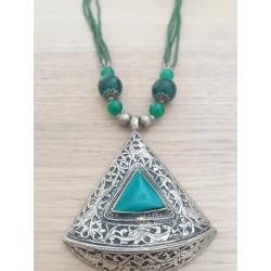 Collana nepalese ciondolo triangolo verde
