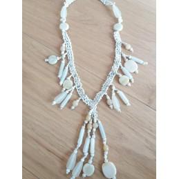 Collana con pendenti color bianco/avorio