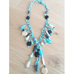Collana con pendenti color turchese
